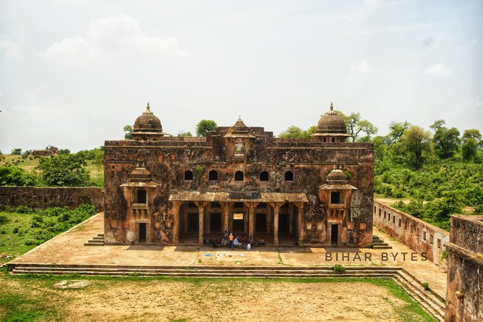 This is Diwan- E- Aam of Rohtasgarh Fort, Bihar situated on the Kaimur hills. It was a place dedicated to common people where the king used to hear and decide the grievances of his people. / @BiharBytes